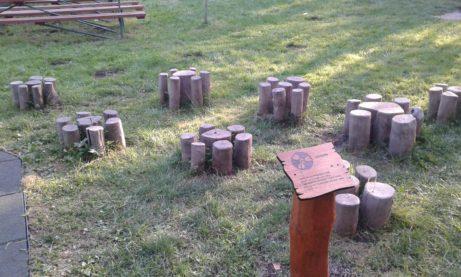 Dřevěné informační tabulky